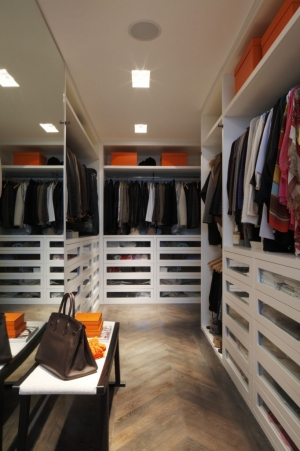 Casa Forma Luxury Interior Design Walk In Wardrobe