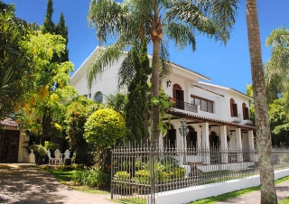 casa forma colonial mansion brazil street view of house