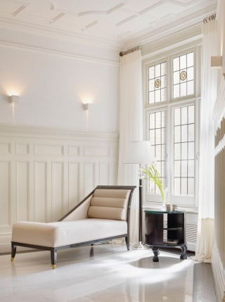 casa forma down street mayfair hallway chaise lounge