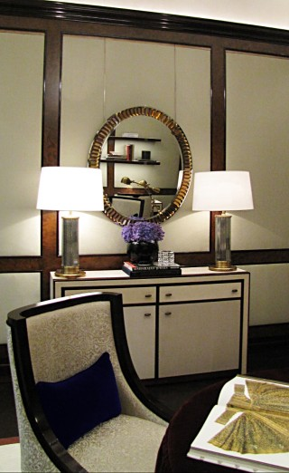 casa forma vault luxury interior Console table & lamps